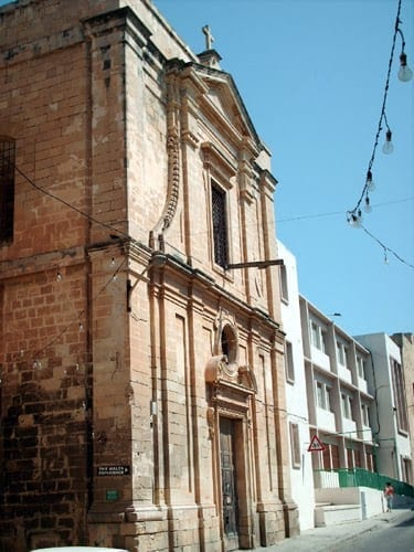 MalDia 06 (03-12-14) - the church still stands but the adjoining convent has been rebuilt and is now a Government school