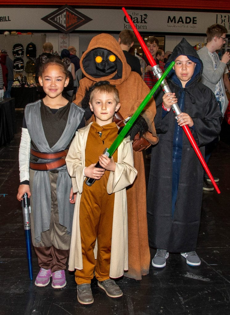 Pic Young Cosplayers having fun