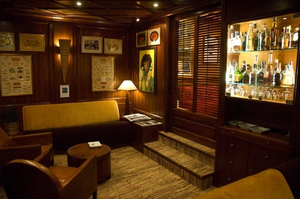 The cosy cigar lounge of Parc Hotel