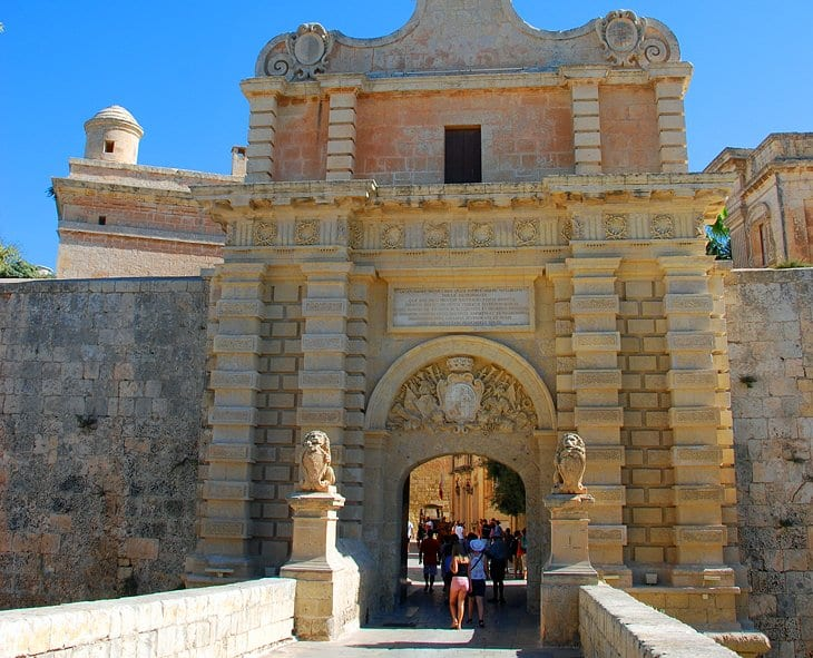 MalDia The gate entrance to Mdina heavily fortified