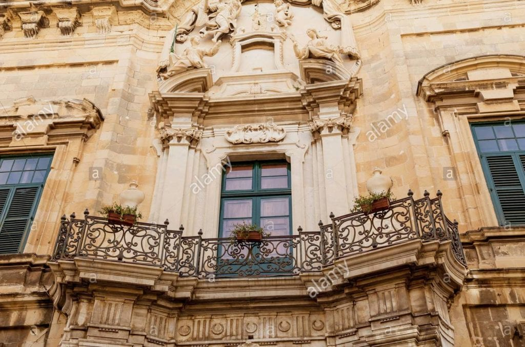 MalDia A grand balcony in Mdina